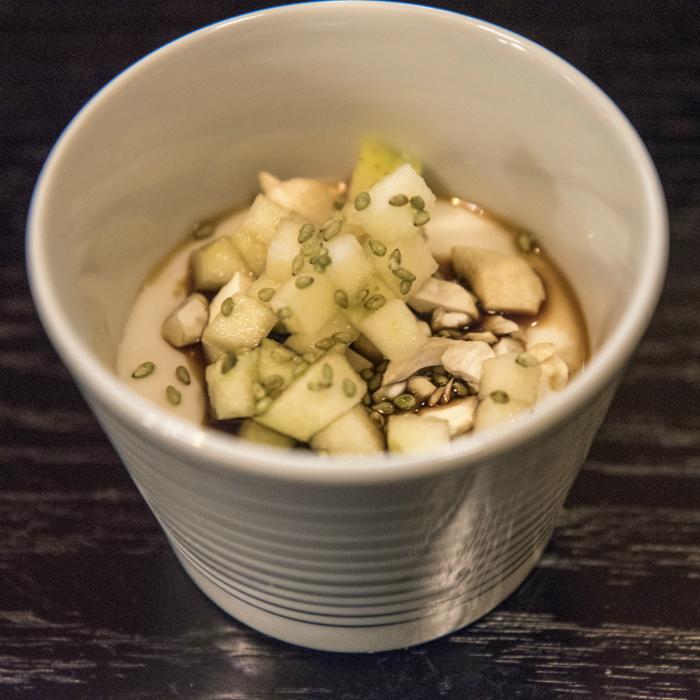 Dessert asiatico con semi di sesamo